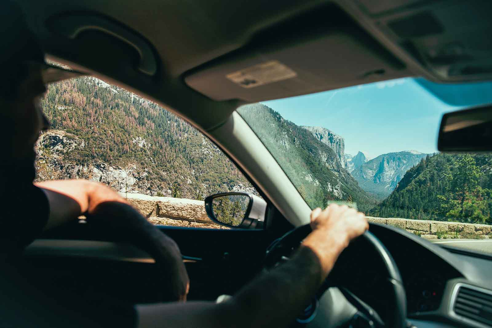 4 Ways to Reduce Distracted Driving and Improve Fleet Safety