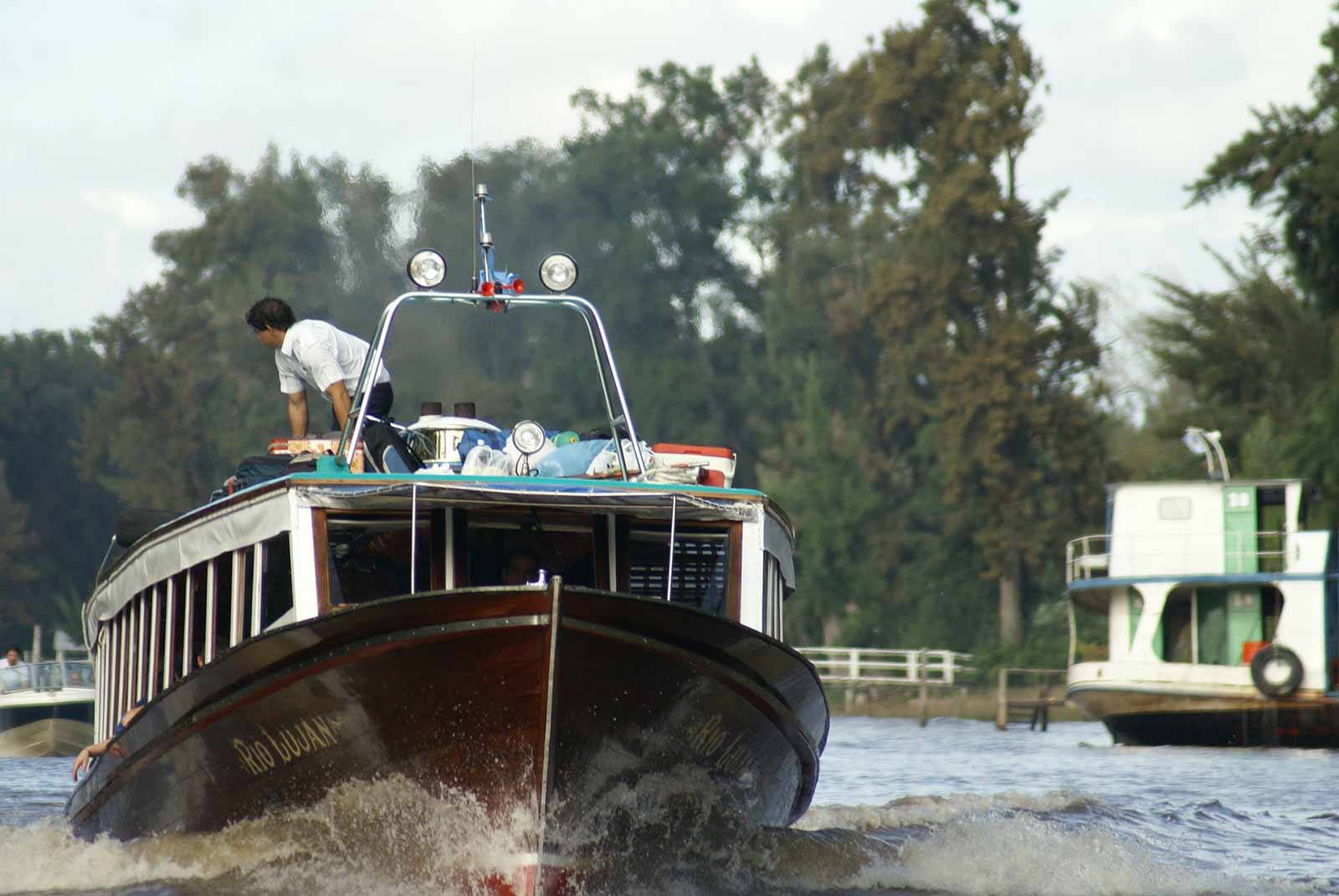 How Boat Rental Companies Save Money with GPS Tracking